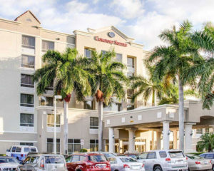 exterior and parking for Comfort Suites Weston - Sawgrass Mills South